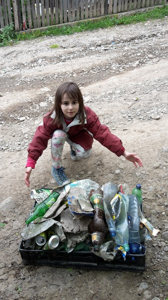 Nepotica Maria a contribuit din plin la colectarea deseurilor
