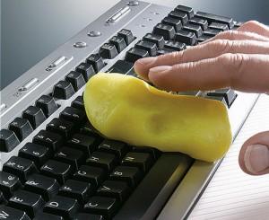 cum-se-curata-tastatura-eficient