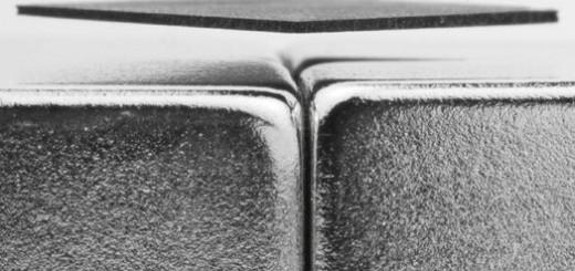 DIALEV, sau cum faci sa leviteze o placuta de grafit peste 4 magneti neodim