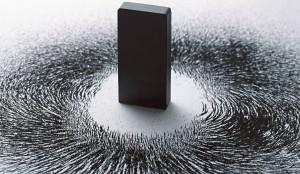 Miscarea electronilor care induc forta magnetica