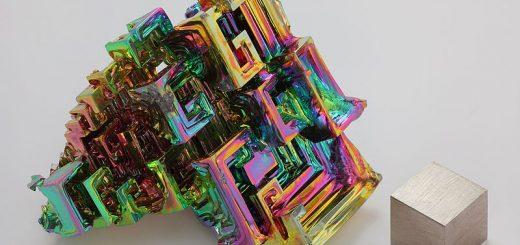 Cristale de bismut in experimente scolare sau confectii de bijuterii