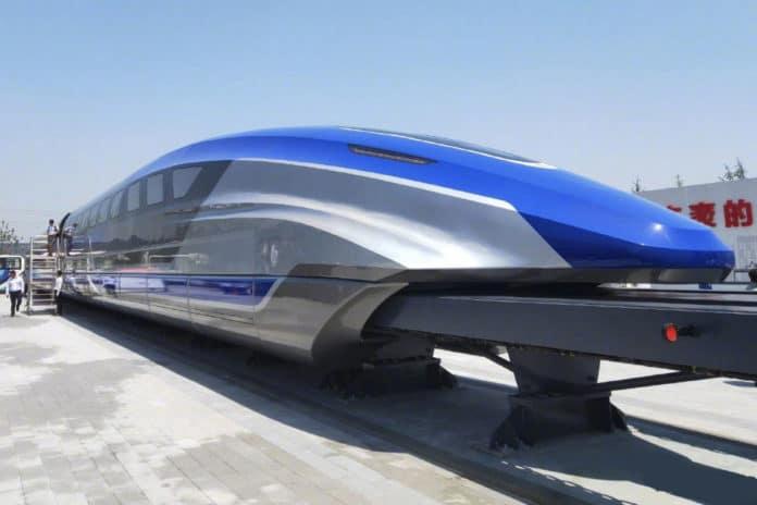 In aceasta imagine se poate observa un tren Maglev.